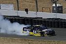 NASCAR SPRINT CUP Sonoma NASCAR : Stewart zoru başardı, 3 yıl sonra zirveye döndü