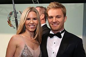 Forma-1 BRÉKING Rosberg és Verstappen is díjat nyert Bécsben!