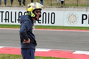 MotoGP Breaking news Rossi causes stir with subtle helmet change