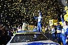 Monster Energy NASCAR Cup Джонсон стал чемпионом NASCAR, выиграв гонку с последнего места