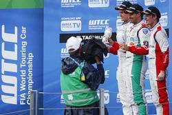 Podium: Winner Mehdi Bennani, Sébastien Loeb Racing, Citroën C-Elysée WTCC; seond place Tom Chilton, Sébastien Loeb Racing, Citroën C-Elysée WTCC; third place Grégoire Demoustier, Sébastien Loeb Racing, Citroën C-Elysée WTCC