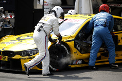 Mechanics of Timo Glock, BMW Team RMG, BMW M4 DTM are cooling the brakes