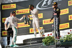 Temporada 2016 F1-hungarian-gp-2016-podium-winner-lewis-hamilton-mercedes-amg-f1-team-second-place-nico-r