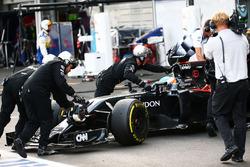 Fernando Alonso, McLaren MP4-31 retired from the race