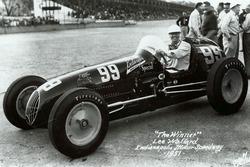 Race winner Lee Wallard