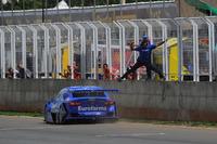 Stock Car Brasil Fotos - Ricardo Maurício cruza a linha de chegada em Curvelo