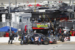 Darrell Wallace Jr., Roush Fenway Racing Ford, pit action