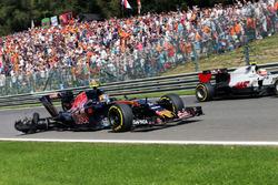Temporada 2016 F1-belgian-gp-2016-carlos-sainz-jr-scuderia-toro-rosso-str11-with-a-puncture-and-car-damag