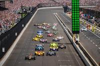 IndyCar Photos - Start: James Hinchcliffe, Schmidt Peterson Motorsports Honda leads