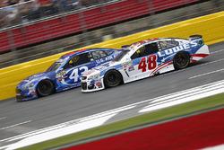 Jimmie Johnson, Hendrick Motorsports Chevrolet, Aric Almirola, Richard Petty Motorsports Ford