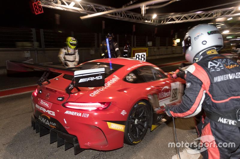 #88 梅赛德斯AMG GT车组,最终获得亚军