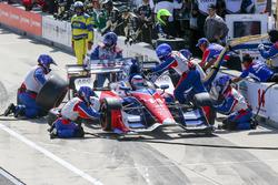 Takuma Sato, A.J. Foyt Enterprises Honda pit action