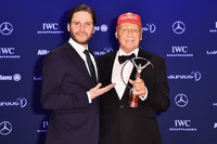 Formula 1 Photos - Niki Lauda, Mercedes Non-Executive Chairman with his Laureus lifetime achievement award
