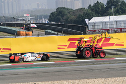 #45 Manor Oreca 05 - Nissan: Tor Graves, Roberto Gonzalez, Mathias Beche after the crash