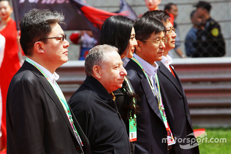 Jean Todt, FIA President on the grid with Fan Bingbing, Actress