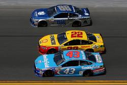Joey Logano, Team Penske Ford, Aric Almirola, Richard Petty Motorsports Ford, Dale Earnhardt Jr., Hendrick Motorsports Chevrolet