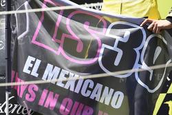 Алекс Рінс, Paginas Amarillas HP 40, на подіумі з прапором на честь Луіса Салома