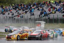 Tom Coronel, Roal Motorsport, Chevrolet RML Cruze TC1; Yvan Muller, Citroën World Touring Car Team, Citroën C-Elysée WTCC