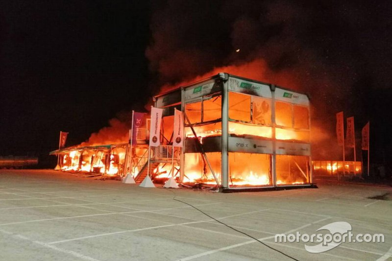 Disastro MotoE: un incendio distrugge l'E-Paddock nei test, perse moto e materiali