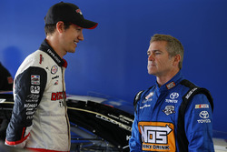 Joey Logano, Team Penske Ford, Bobby Labonte, Joe Gibbs Racing Toyota
