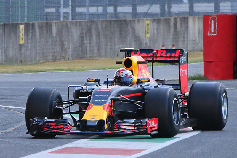 Sébastien Buemi, Red Bull Racing testing the new 2017 Pirelli tires