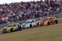Adam Morgan, WIX Racing; Tom Ingram, Speedworks Motorsport; Matt Neal, Halfords Yuasa Racing