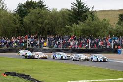 Race action; Jason Plato, Subaru Team BMR leads