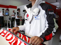 BAR confirms Sato for 2004