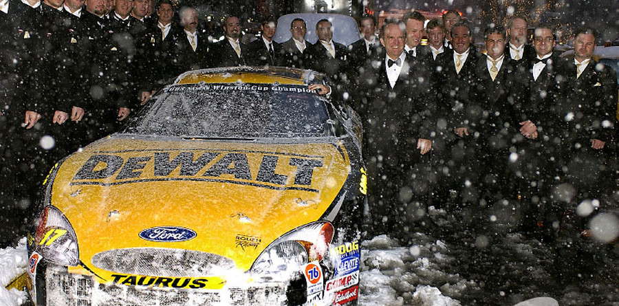 Kenseth receives accolades at champion banquet