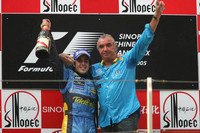 Alonso wins Chinese GP, Renault is champion