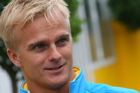 Kovalainen to race Renault in 2007, Briatore to stay on