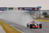 Alonso leads on day one at Valencia