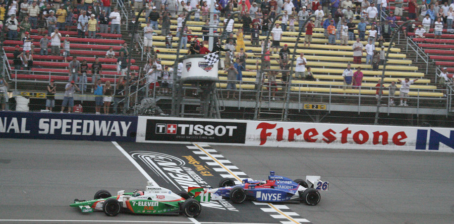 IRL: Kanaan wins dramatic Michigan race