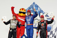 Franchitti wins Chicagoland cuts Power's points lead