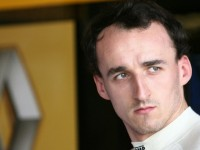 Robert Kubica talks to his fans