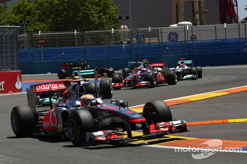 Hamilton Criticises McLaren For Swerving 'Risk'