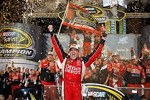 NASCAR Sprint Cup SHR celebrates Tony Stewart's third championship