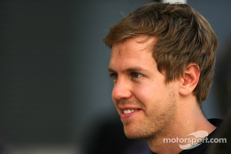 Vettel collects his trophy at the FIA Gala in New Delhi