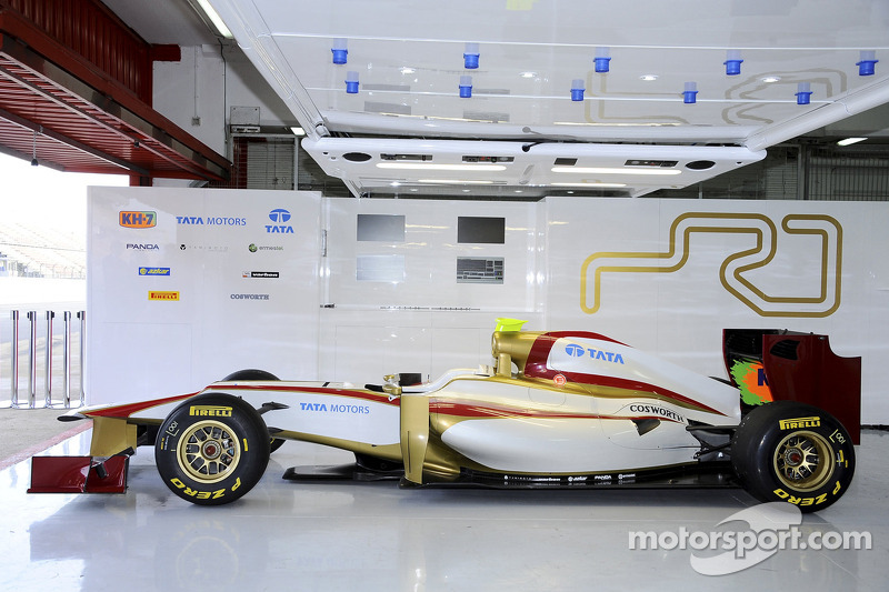 The HRT F112 covers its first kilometres at Montmeló