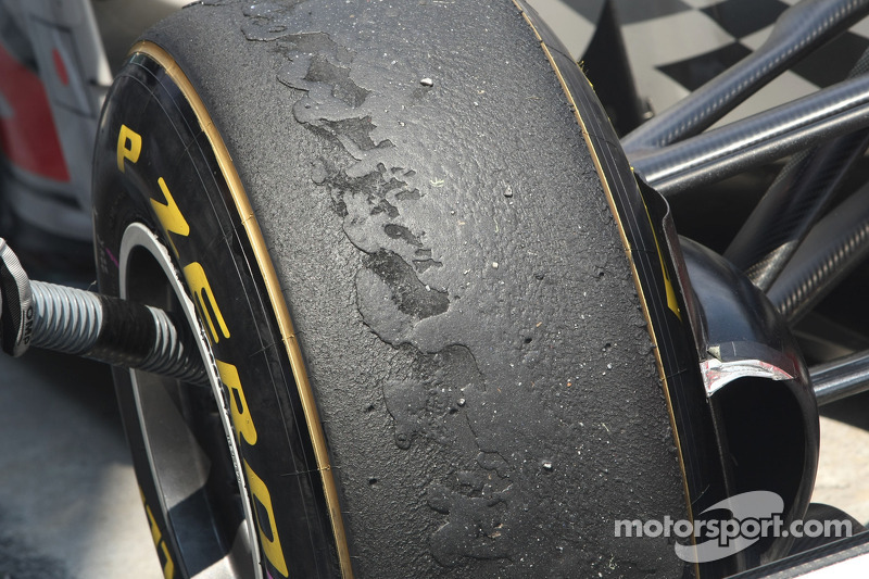 Mercedes engines wearing out Pirelli tyres