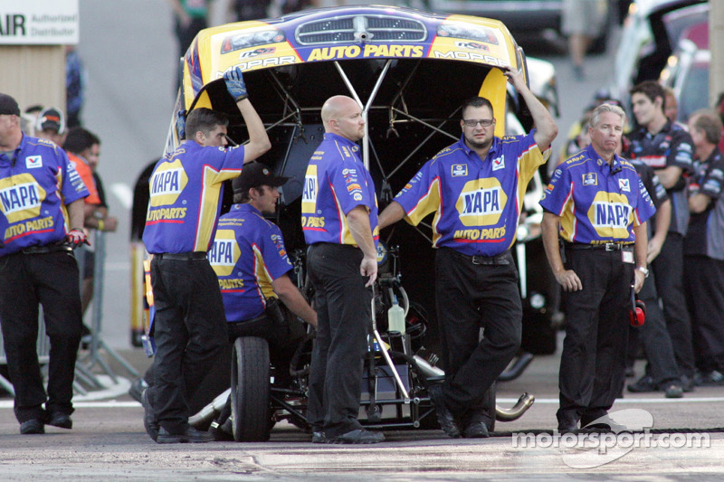 NAPA's Capps and Tobler take NHRA Funny Car points lead to Indy