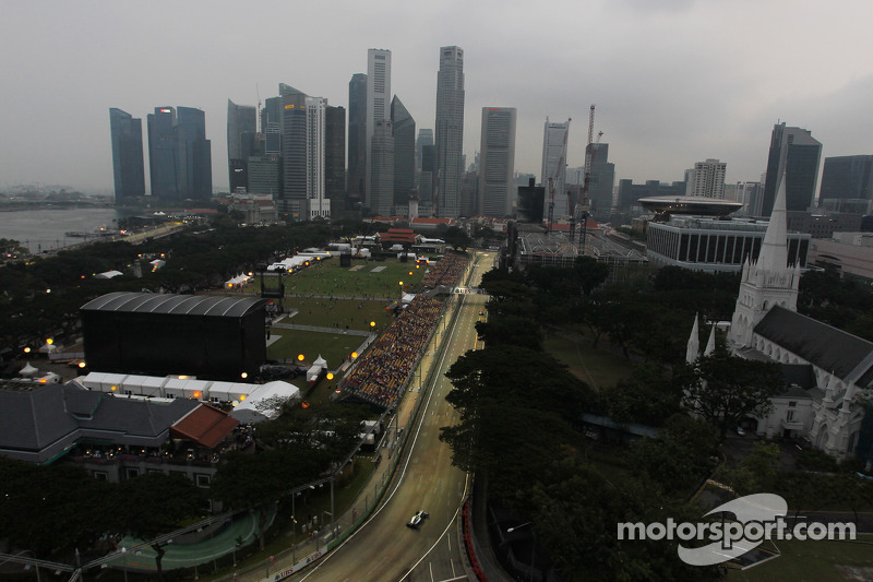 Challenging Friday practice for Mercedes on Marina Bay Street Circuit