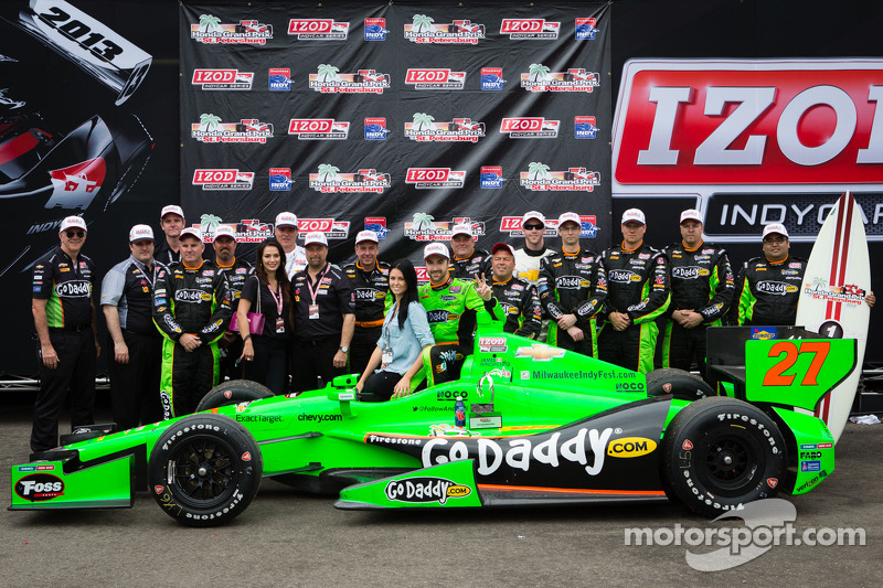 Hinchcliffe races to first victory at St. Petersburg