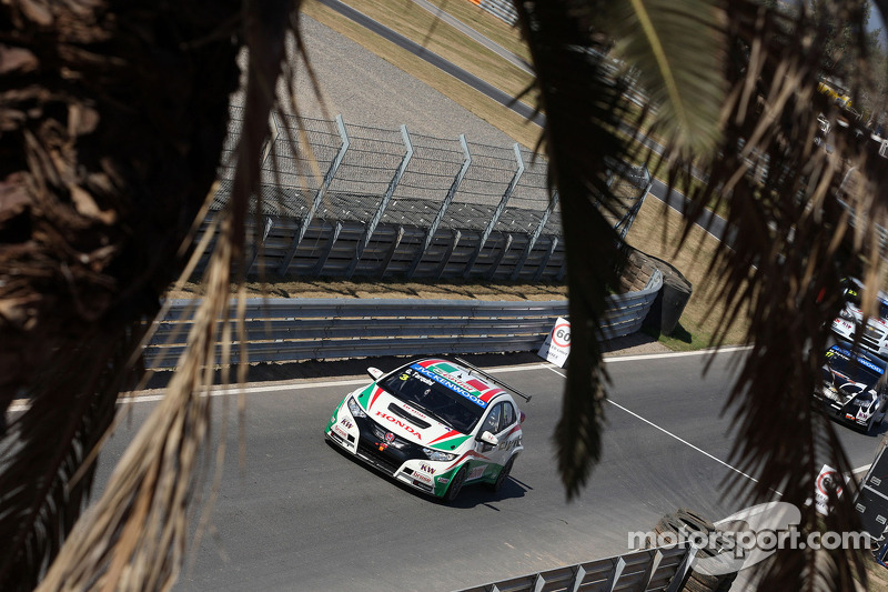 Podium and more points for Honda Civics in Argentina
