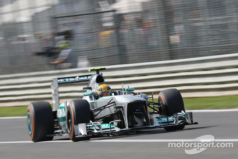 Hamilton strikes first at Monza