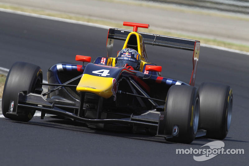 Carlos Sainz excels in Budapest