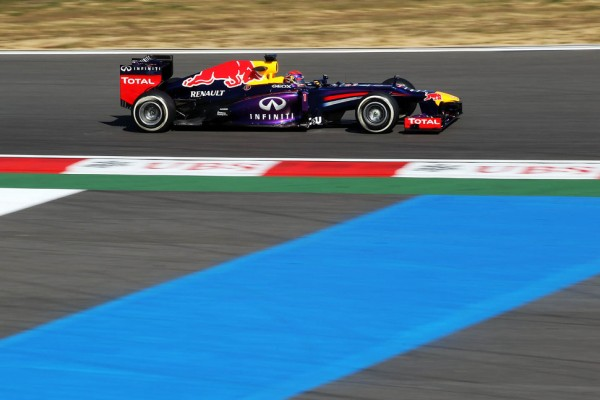 Vettel takes over at top in Korea