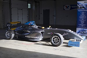 Other open wheel Breaking news 2014 Formula Renault 1.6 NEC Junior goes ahead
