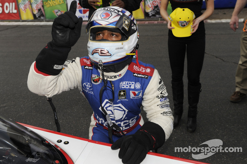 DSR's Brown looks beyond popularity of opponent, posts 42nd NHRA event title, third at Phoenix