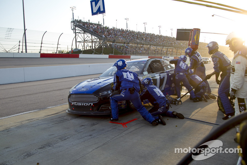 Stenhouse Jr. finishes 20th at 'The Lady in Black'
